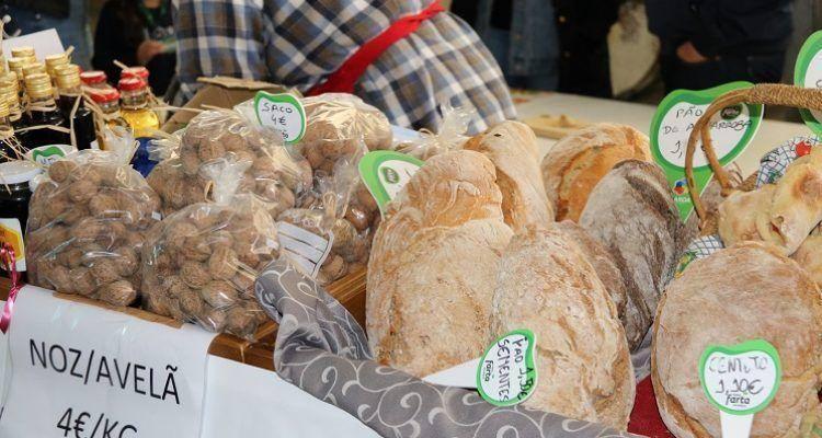 Nozes e pão caseiro