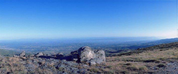 Vista do cabeço de Santo Estevão para o Vale do Mondego. Verão. (LAC)(PM)